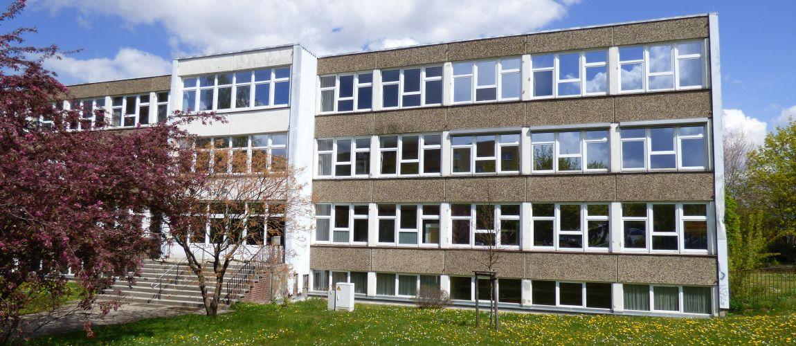 Gymnasium Dresden-Gorbitz Westseite (vor der Sanierung)