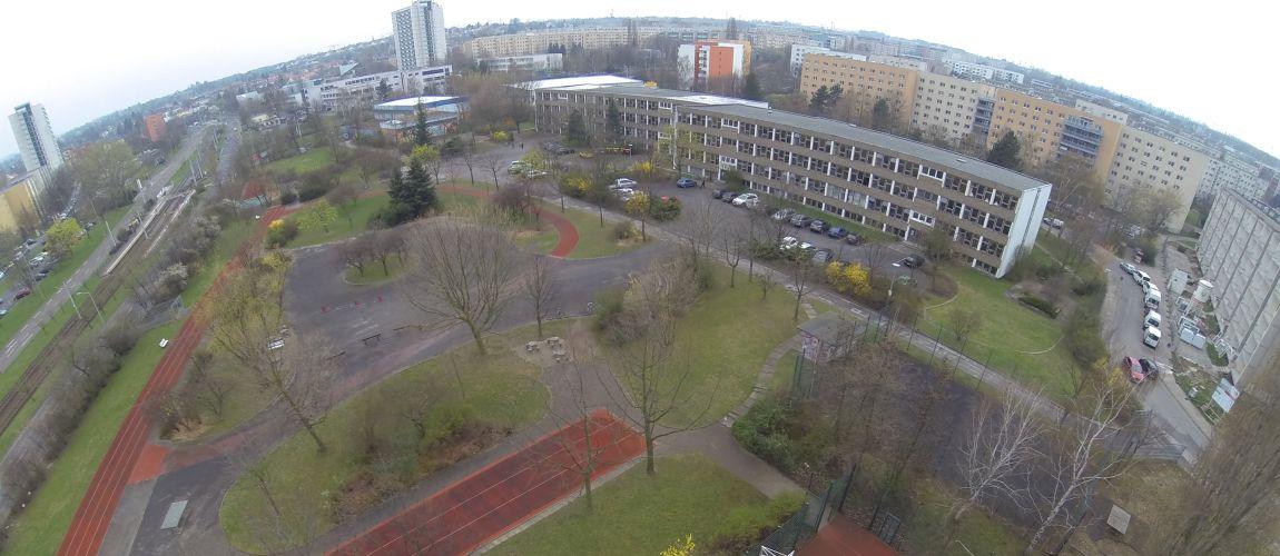Gymnasium Dresden-Gorbitz Ostseite (vor der Sanierung)