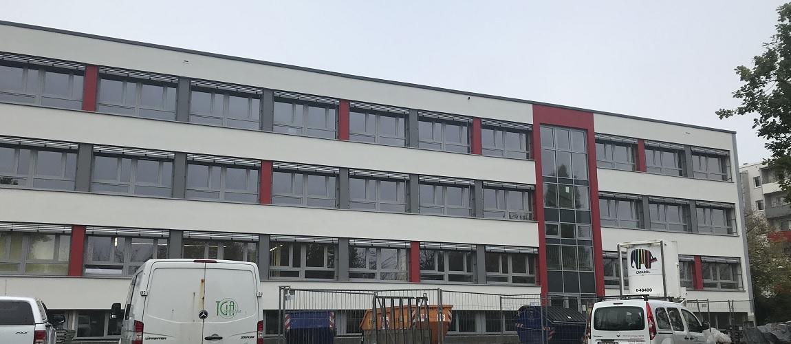 Gymnasium Dresden-Gorbitz Ostseite (während der Sanierung)