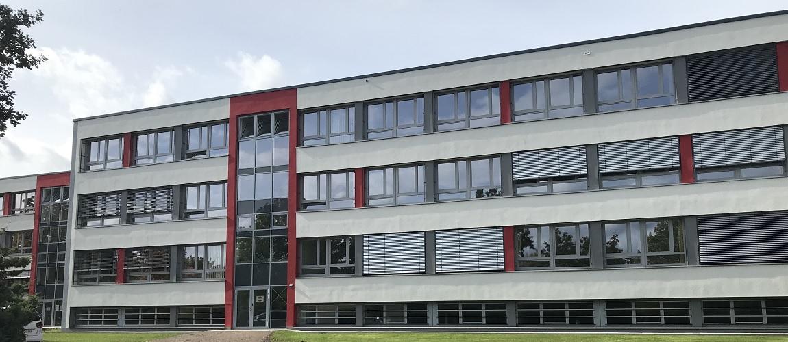 Gymnasium Dresden-Gorbitz Ostseite (nach der Sanierung)